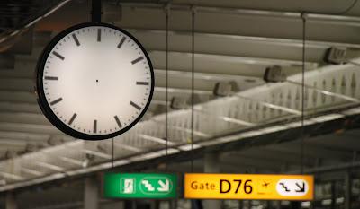 Aika pysähtynyt (Schiphol, Amsterdam, 17.3.2011)