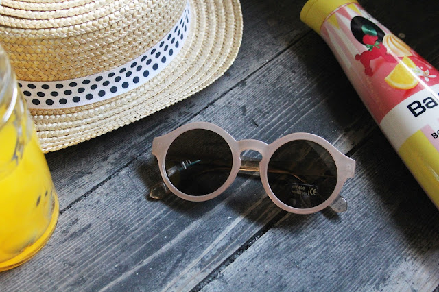 Runde Vintagesonnenbrille in Nude