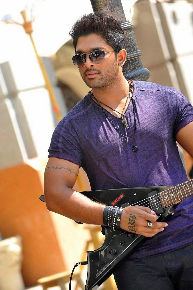 Allu Arjun Iddarammayilatho Movie Stills Cine South