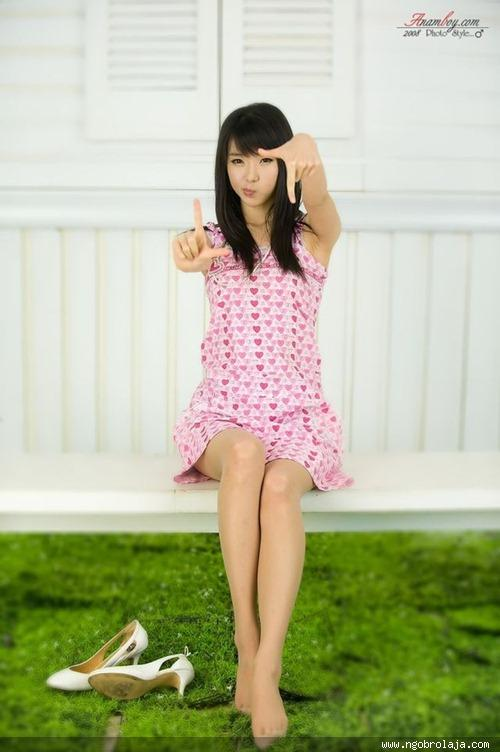 Beautiful_Asian_Girls_With_Cute_Poses__7