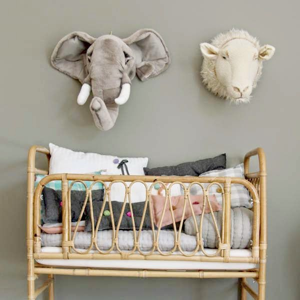 animales peluche para decorar pared infantil