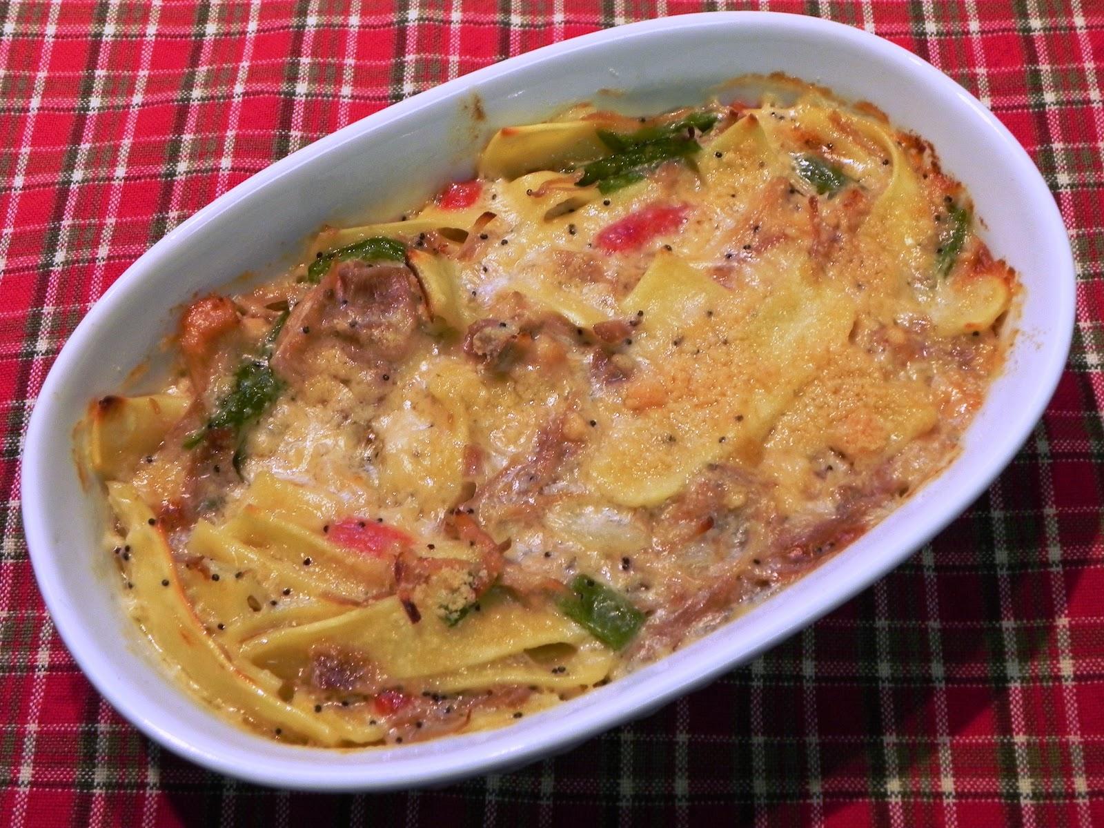 The Iowa Housewife: Turkey Noodle Poppy Seed Casserole