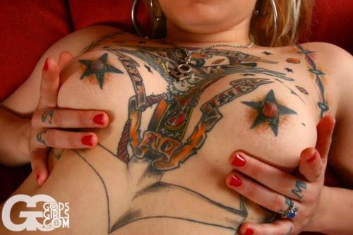 фото татуировок на сиськах и писька
