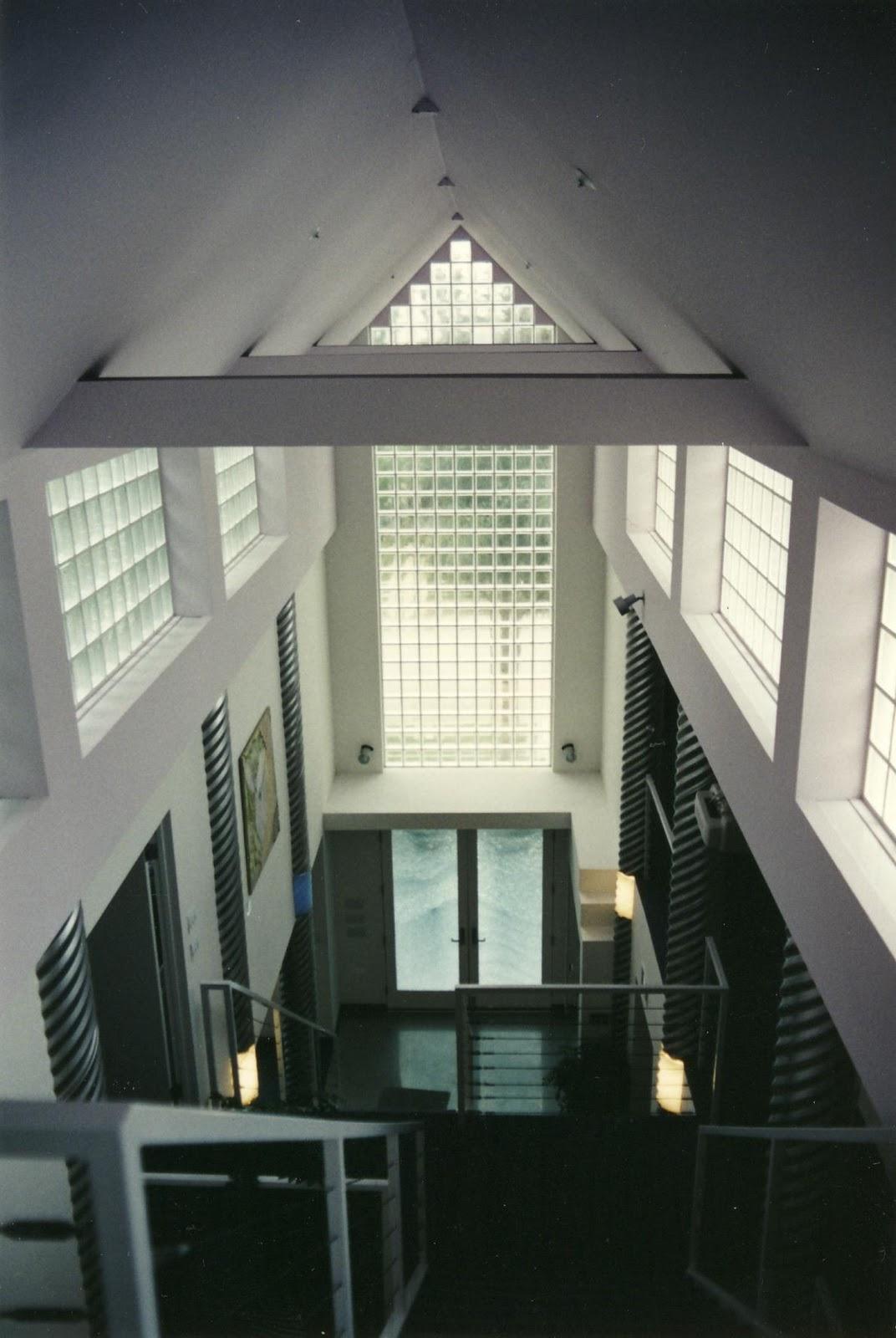 http://3.bp.blogspot.com/-H8tPYR6-oVc/ToNjKdH2H7I/AAAAAAAAAH8/wiD3K68GK6w/s1600/Allegria+Contemporary++5.JPG