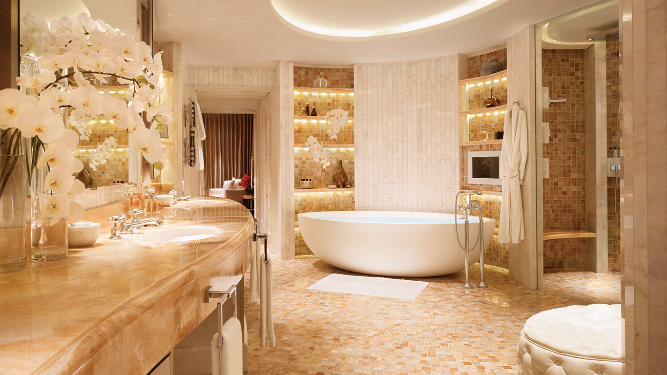 10 most expensive hotel suites in europe feel the paradise for Bathroom interior design london