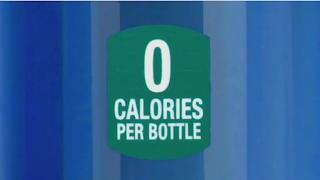 """Imagen de anuncio americano: """"0 calories per bottle"""""""