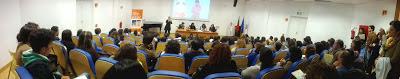 """Sala cheia durante a apresentação de """"o menino dos dedos tristes"""" na Escola Superior de Educação de Coimbra"""