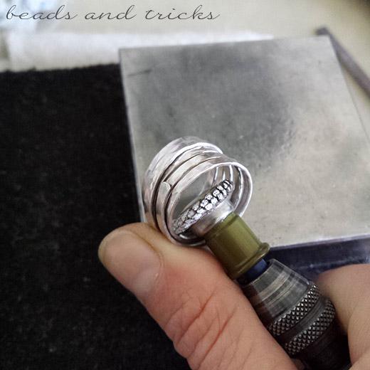 Spazzola abrasiva per pulire e lucidare anelli