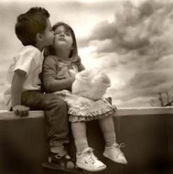 Cuando estas conmigo la noche tiene color, y un beso basta para entender el amor ♥
