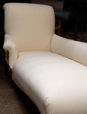 18th Century chaise via Josephine Ryan as seen on linenandlavender.net