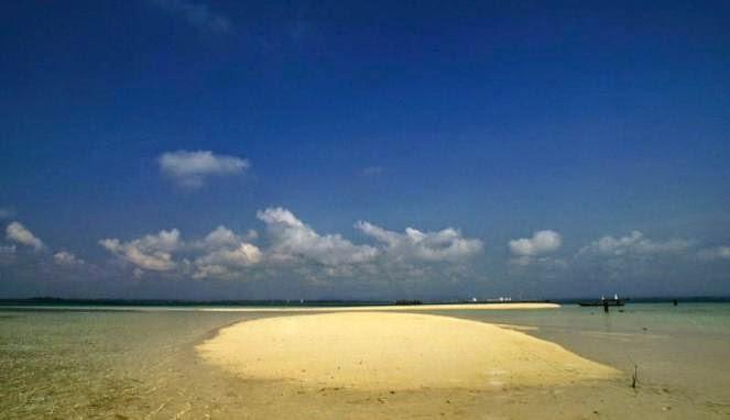 Eksotisme Pulau Segajah; Terlihat saat Siang, Tenggelam kala Malam