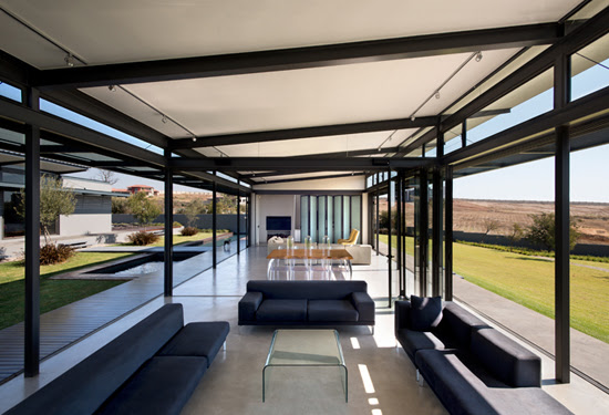 Safari Fusion blog | Black magic | Modern open-air living space in a Pretoria East home, South Africa