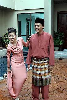Lisa dan Yusry ketika majlis rumah terbuka KRU Studios di rumah Norman Abdul Halim di Cyberjaya