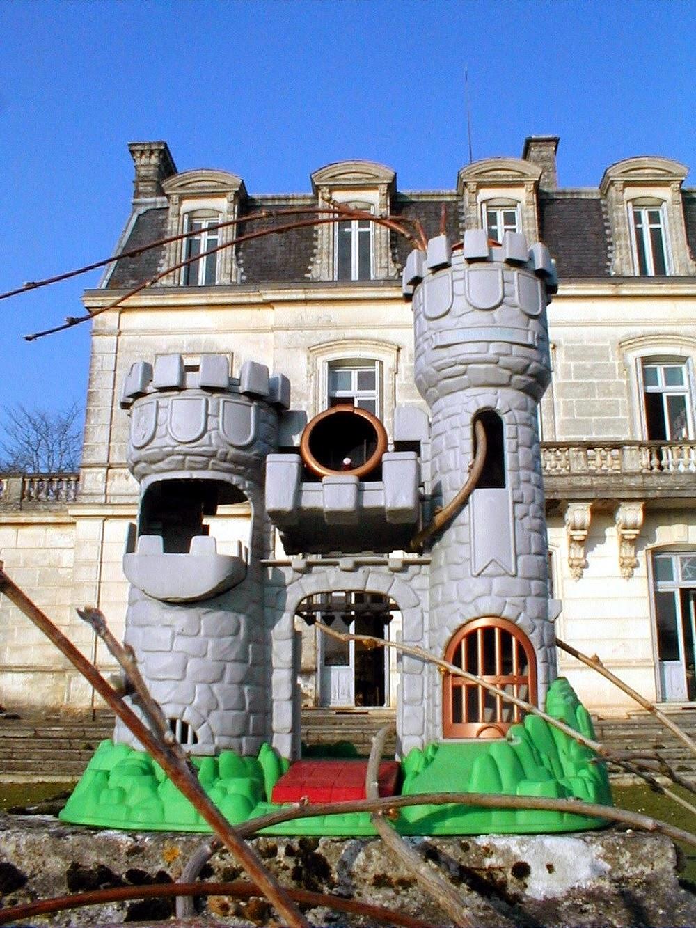 chateau fort - moniqa ray-bool