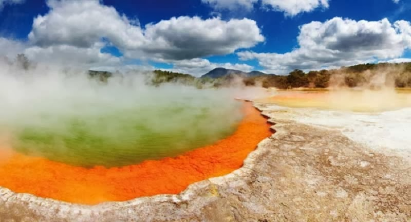 Champagne Pool, North Island, New Zealand. - Top 10 Unusual Natural Wonders