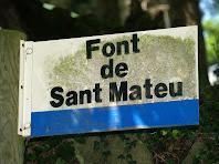 Cartell a la Font de Sant Mateu