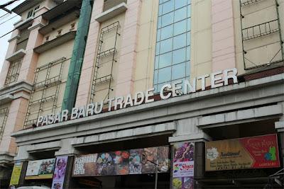 Pusat Perbelanjaan Pasar Baru Bandung