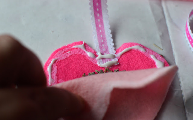Craft:  Make a No Sew Felt Lavender Heart Sachet Valentine's Tutorial