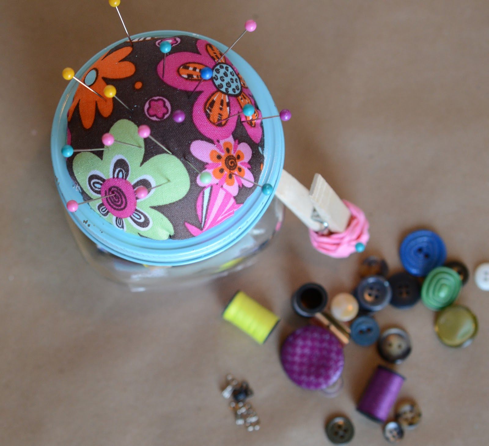 diy sewing kit gift in a jar - Diy Christmas Gifts For Parents