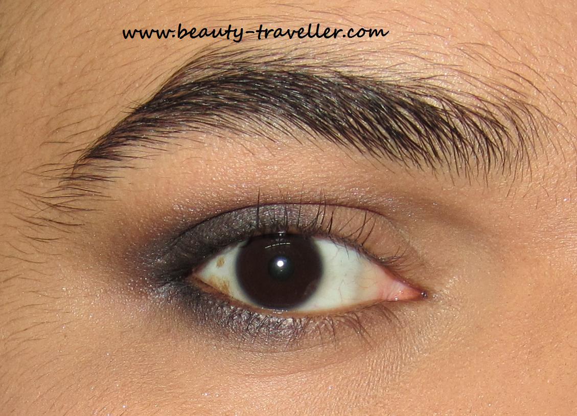 Black Eye Iris Color Apply black market eyeshadow