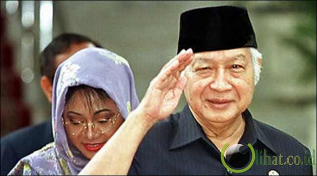Soeharto berkuasa melebihi raja