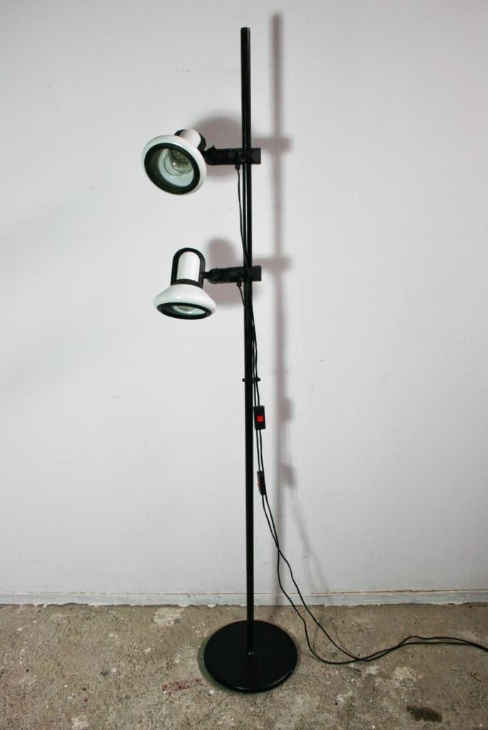 El rastronauta l mpara de pie fase con dos focos orientables for Lamparas de focos