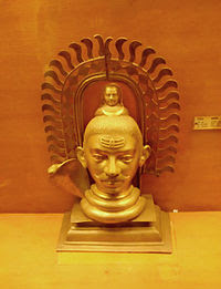 Ένα γλυπτό του Σίβα τον απεικονίζει με μουστάκι