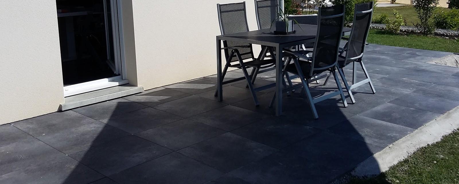 bricolage de l 39 id e la r alisation terrasse design et contemporaine dalles noires. Black Bedroom Furniture Sets. Home Design Ideas