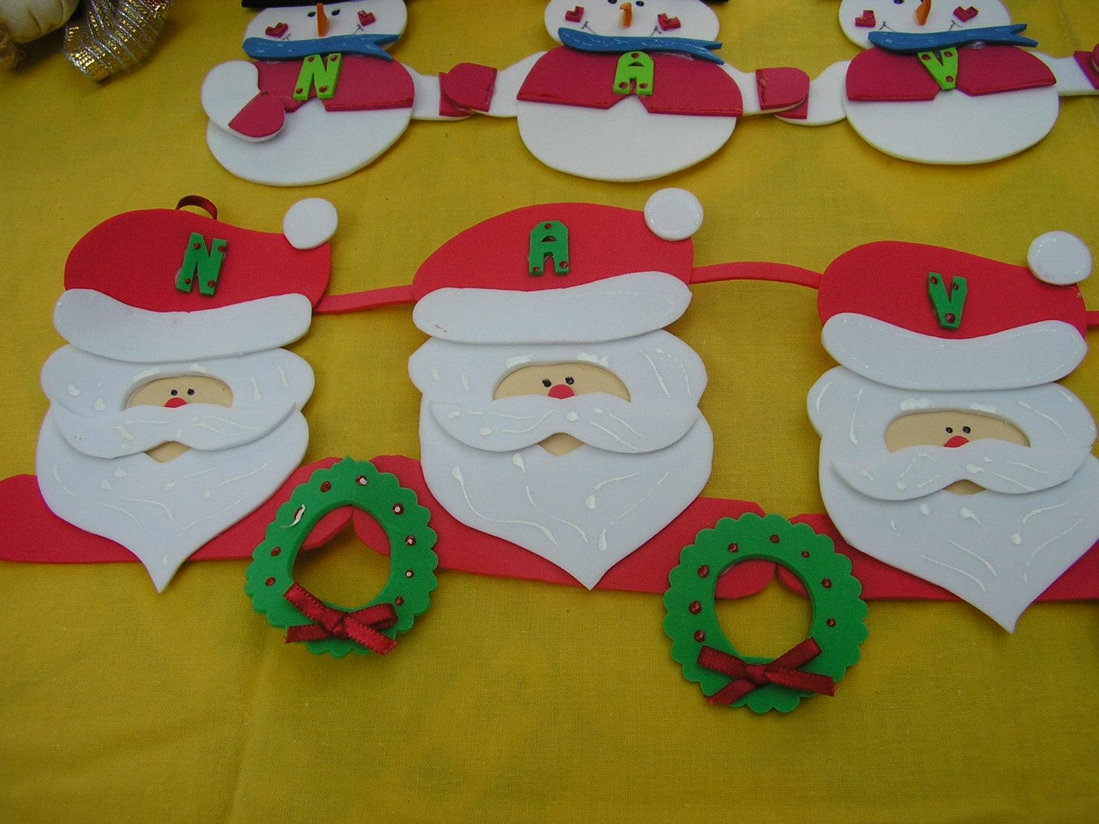Caritas Santa Feliz Navidad. Adorno Pared. Elaborado en fomi.