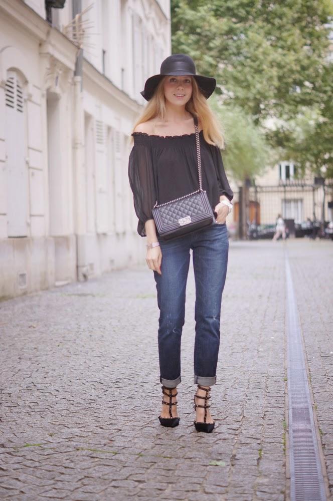 boyfriend jeans, valentino rockstuds, hat, zara, chanel, look du jour, outfit, streetstyle, fashion blogger, parisienne