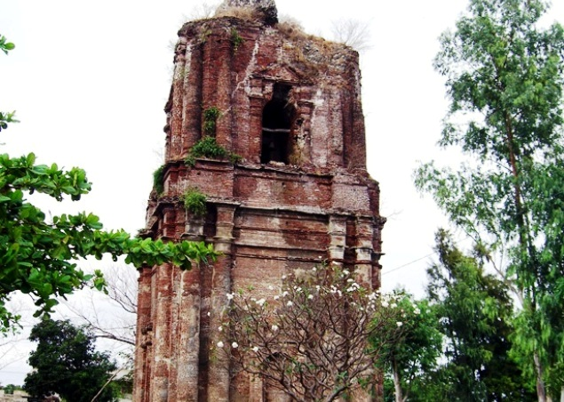 St. Andrew Parish of Bacarra and the Bowing Belltower, Ilocos Churches, Old Churches, Bisita Iglesia Ilocos