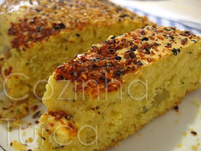 Pão de Milho com Azeitonas Verdes (Zeytinli Mısır Ekmeği)