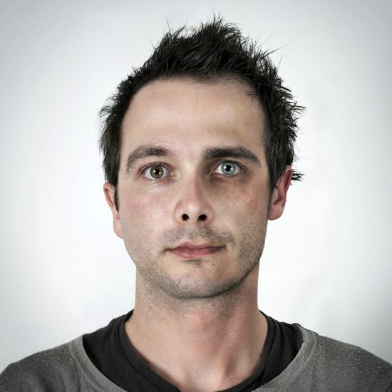 Ulric Collette fotografia surreal photoshop retratos genéticos família rostos misturados autorretratos Irmãos - Mathieu (25 anos) e Ulric (29 anos)