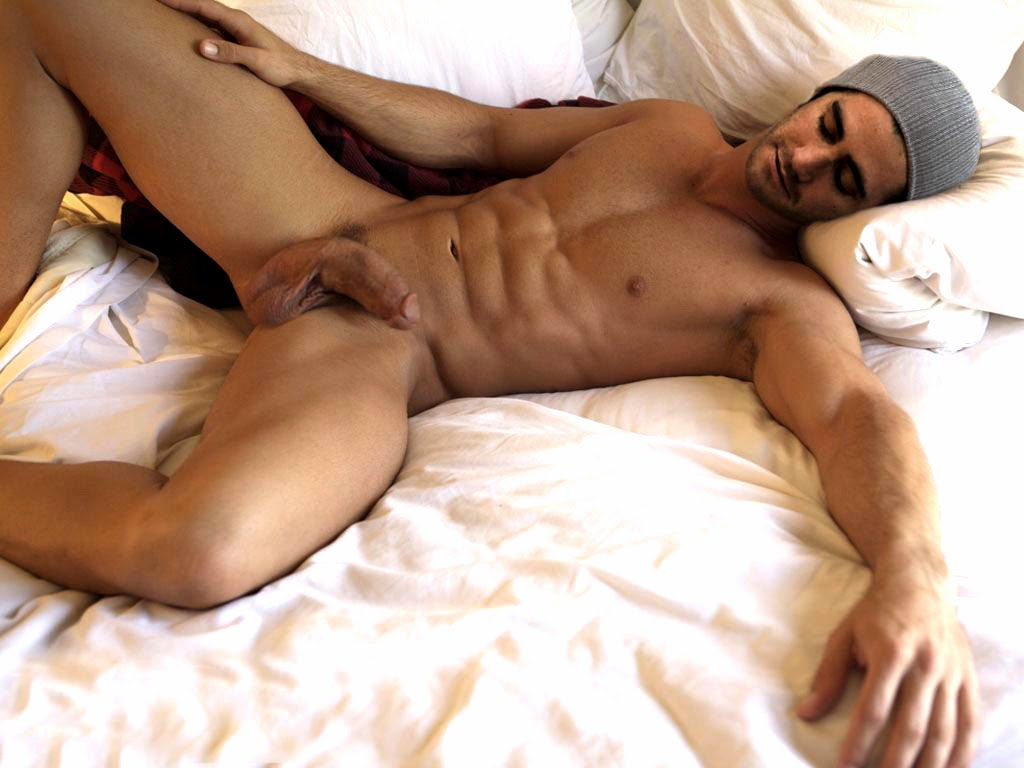 голый парень спит фото