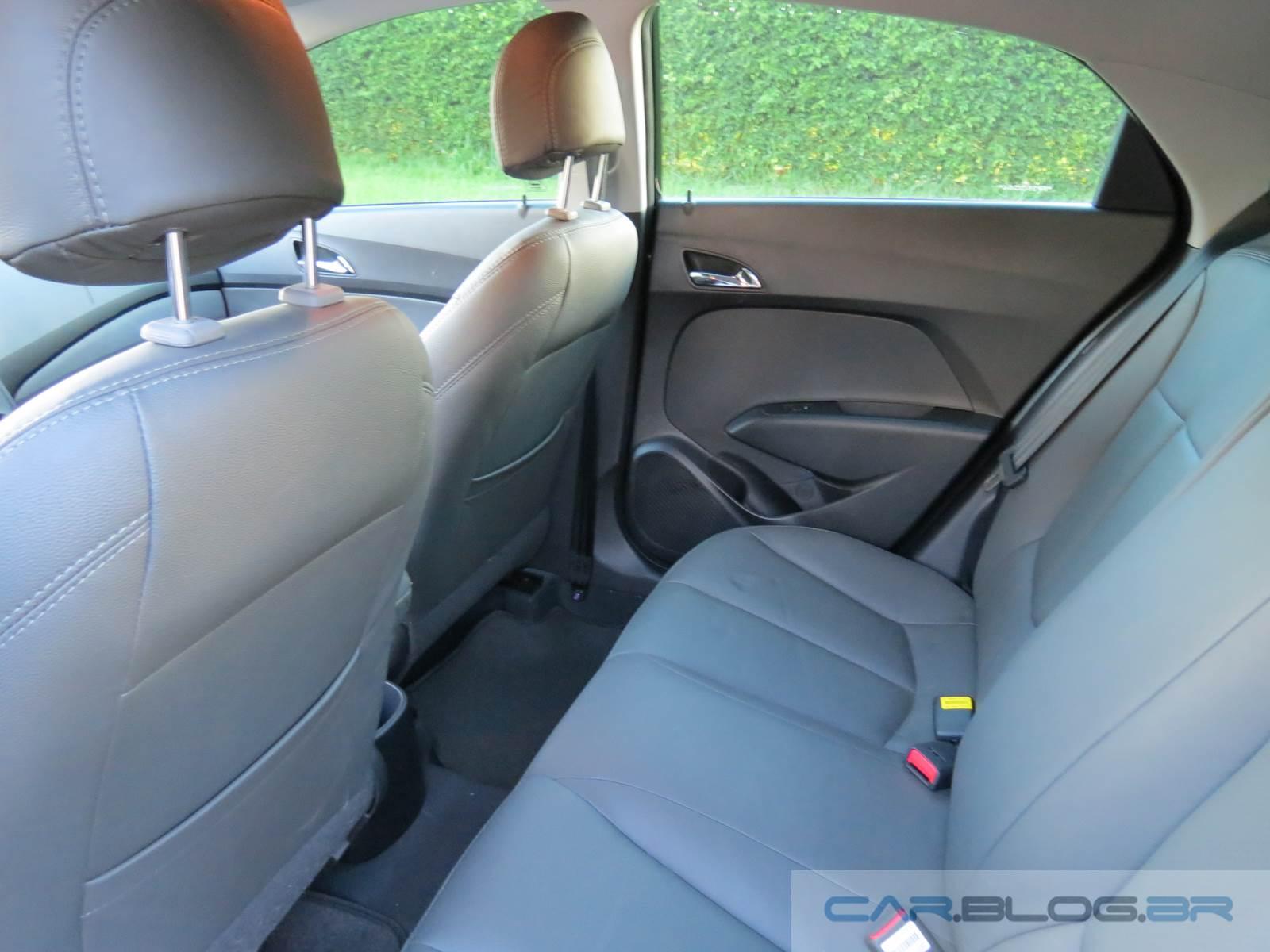 Hyundai HB20 1.6 Automático - espaço traseiro