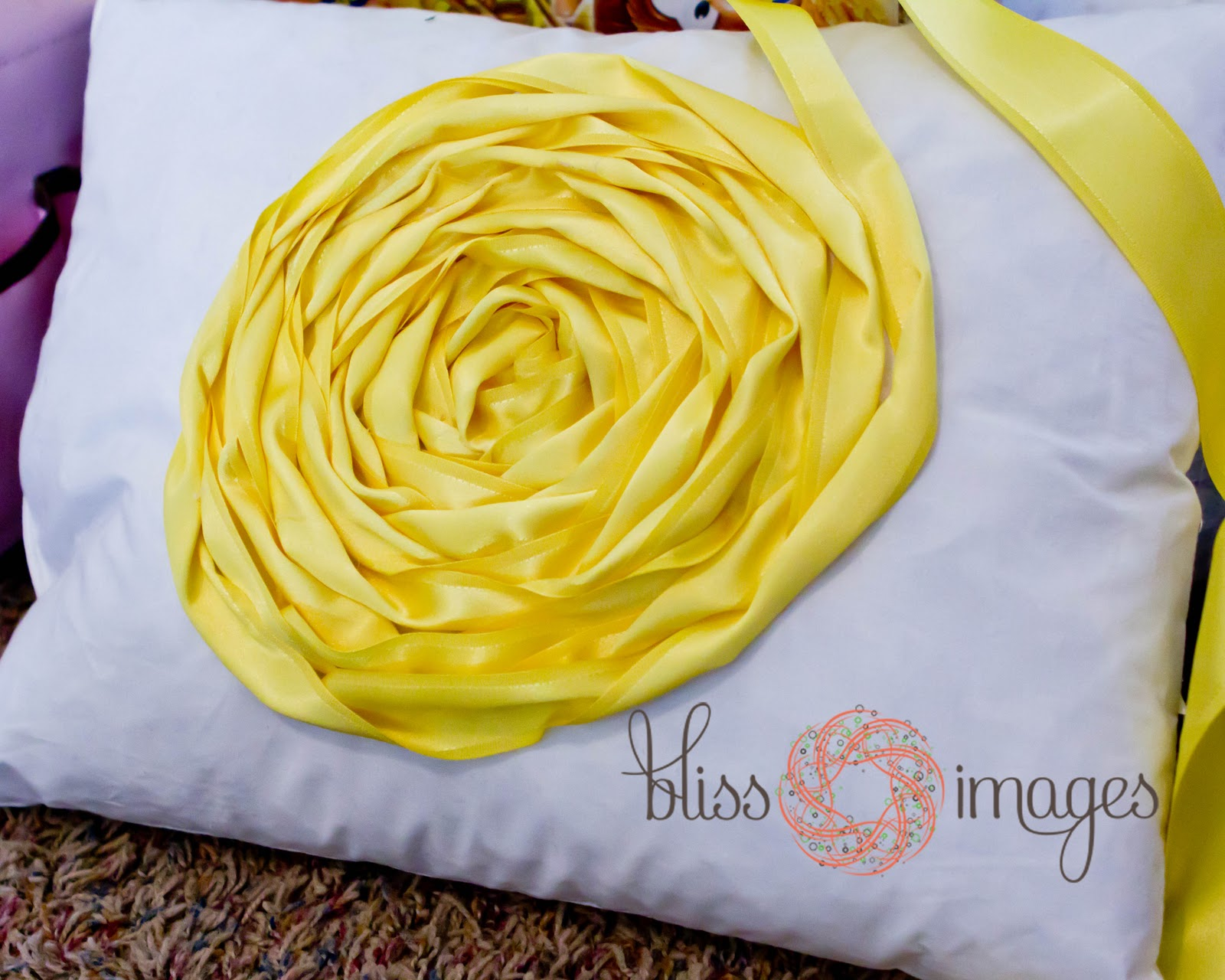 Декоративная подушка с цветами своими руками