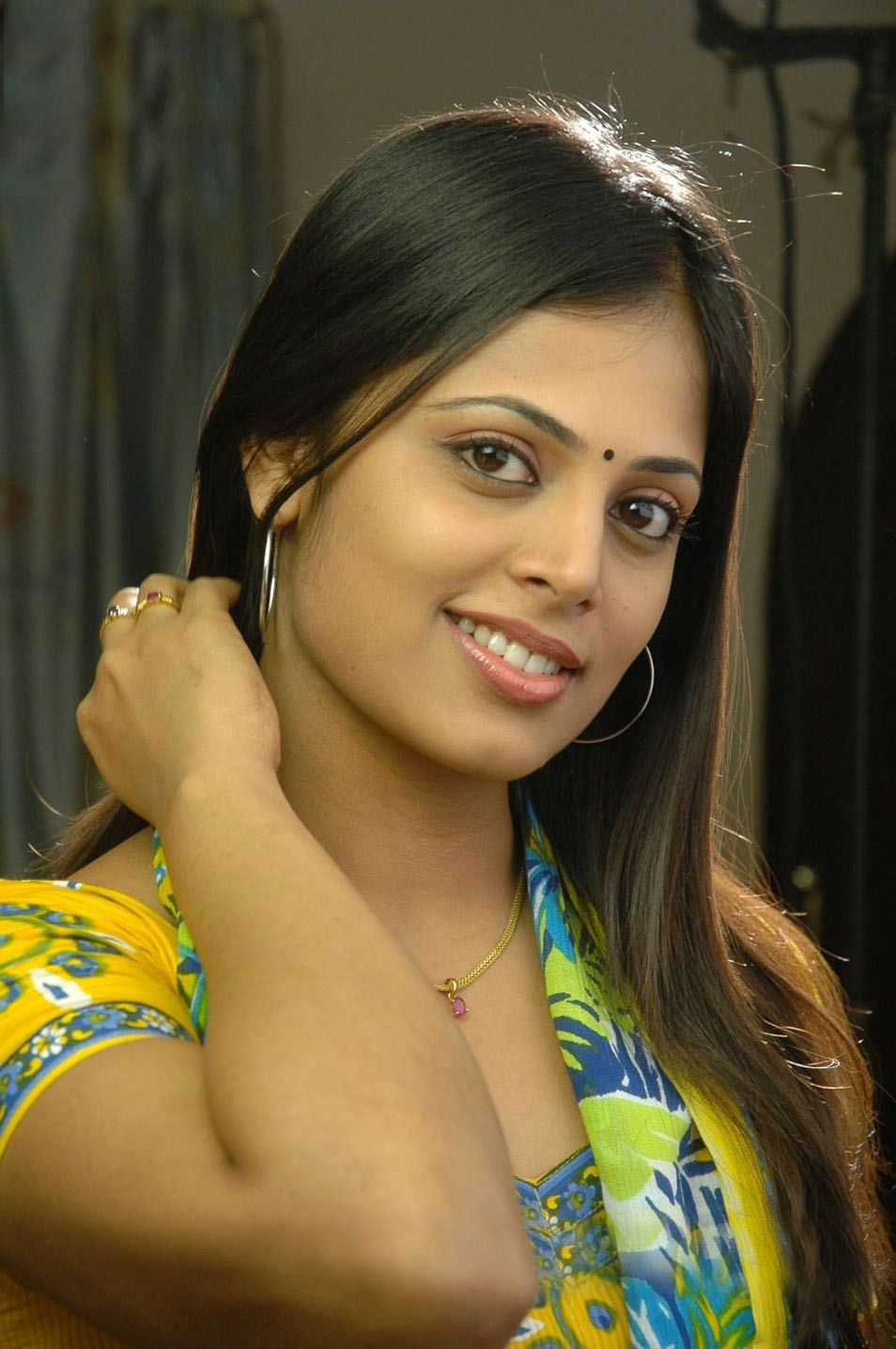 Free Download Tamil Movies Sindhu Menon Latest Cute Stills Photos HD ...