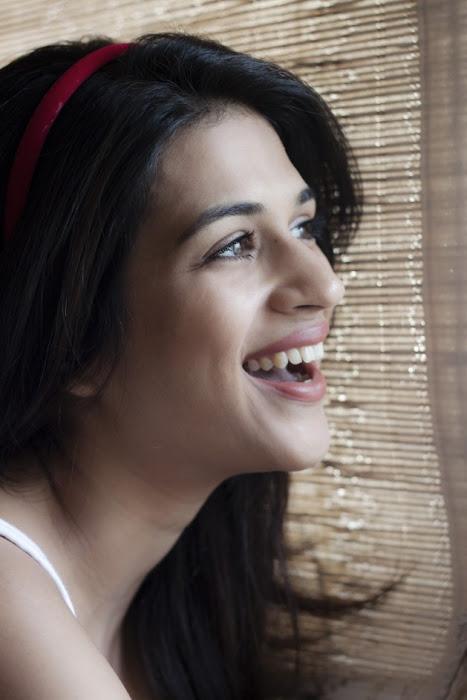 shraddha das new shoot - sweet memories unseen pics