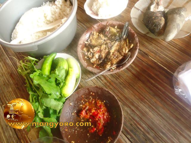 FOTO : Sambel Goang, Lalapan, Cobek Ikan mas, Nasi putih