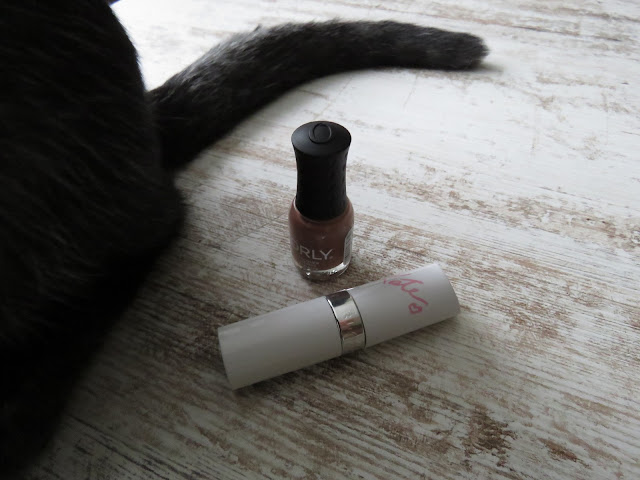ORLY Coffee Break lak na nechty, RIMMEL Nude Collection by Kate Moss - balzam na pery