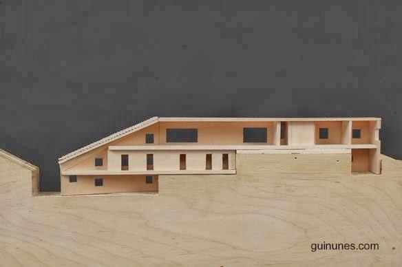 Maqueta de madera de la Casa Malaparte corte longitudinal