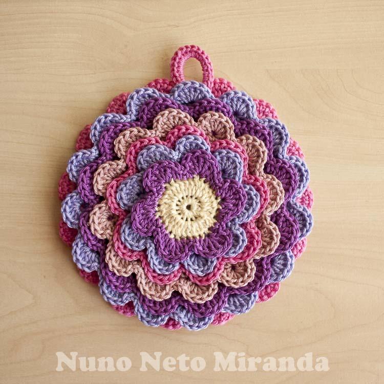 Crochet Flower Potholder Pattern : Days of Yarning: Blooming Flower Pot Holder - Pega Florida