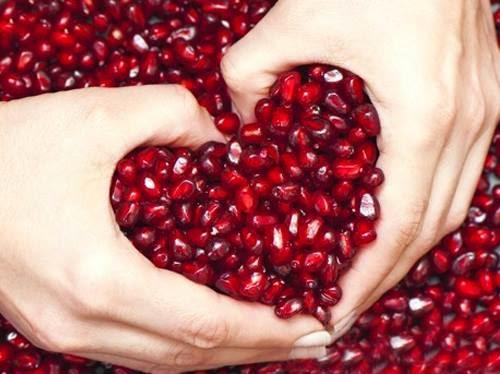 هل ماذا يحدث لجسمك أذا اكلت فاكهة الرمان يوميا ؟ فوائد لن تتخيلها .