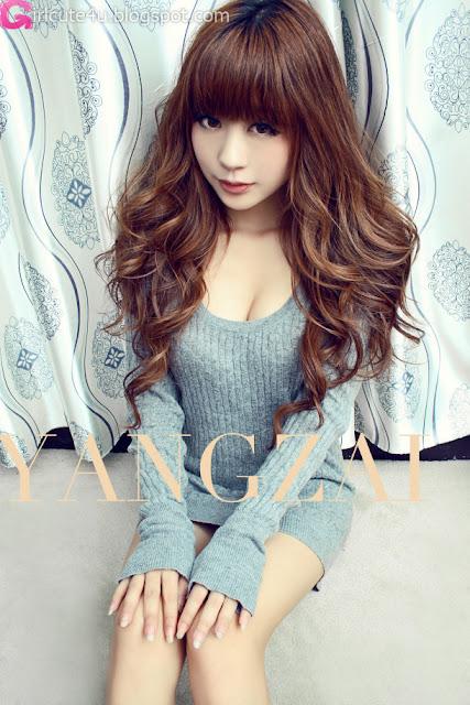 Zhu-Yi-Yin-Grey-Sweater-05-very cute asian girl-girlcute4u.blogspot.com