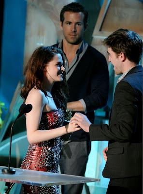 MTV Movie Awards 2011 - Página 3 PATTINSONLIFEMTVPT11%252B%25281%2529