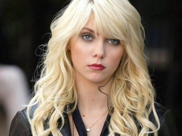 Taylor Momsen Biography and Photos