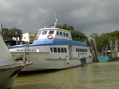 Separuh daripada perkhidmatan feri penumpang ke Pulau Tioman tidak mematuhi syarat yang ditetapkan Jabatan Laut Malaysia (JLM) terutamanya dalam aspek keselamatan.