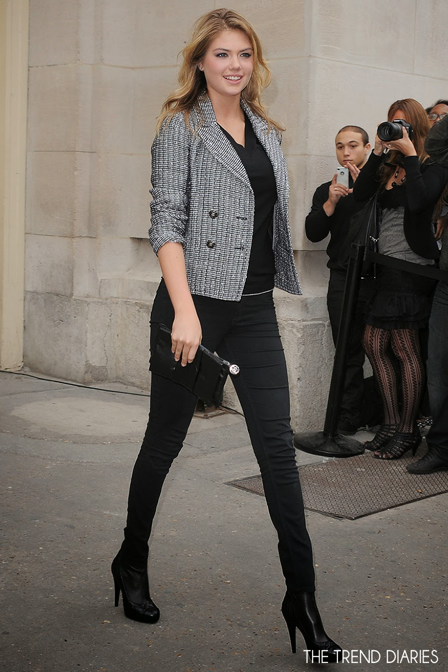 Kate Upton At The Chanel Fashion Show During Paris Fashion Week Womenswear Spring Summer 2014 In