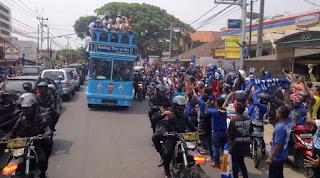 Pawai Kemenangan Persib: Kota Bandung Jadi Lautan Biru