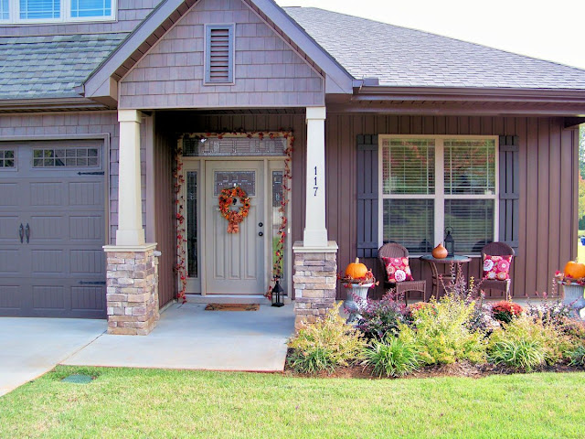 Fall Decorating On The Front Porch